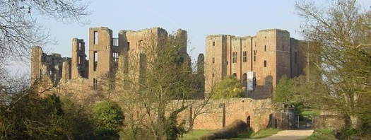 600px-Kenilworth_Castle_gatehouse_landscape
